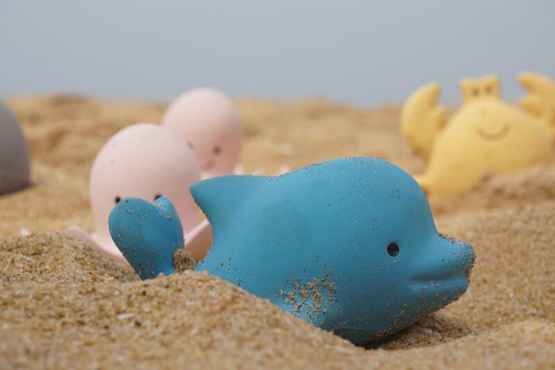tikiri blue dolphin rubber teether bath toy